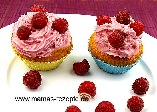 cupcakes mit himbeercreme mamas rezepte mit bild und. Black Bedroom Furniture Sets. Home Design Ideas