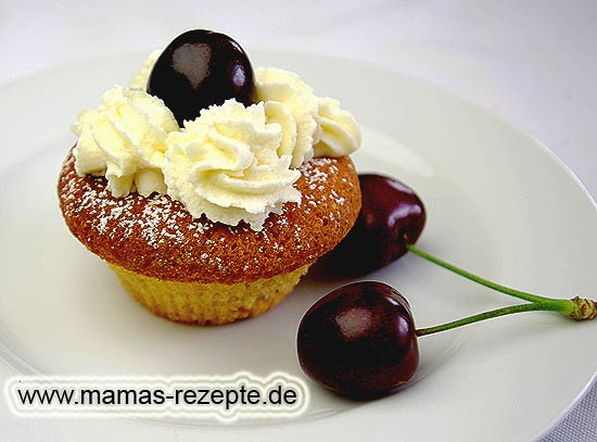cupcakes mit kirschen mamas rezepte mit bild und. Black Bedroom Furniture Sets. Home Design Ideas