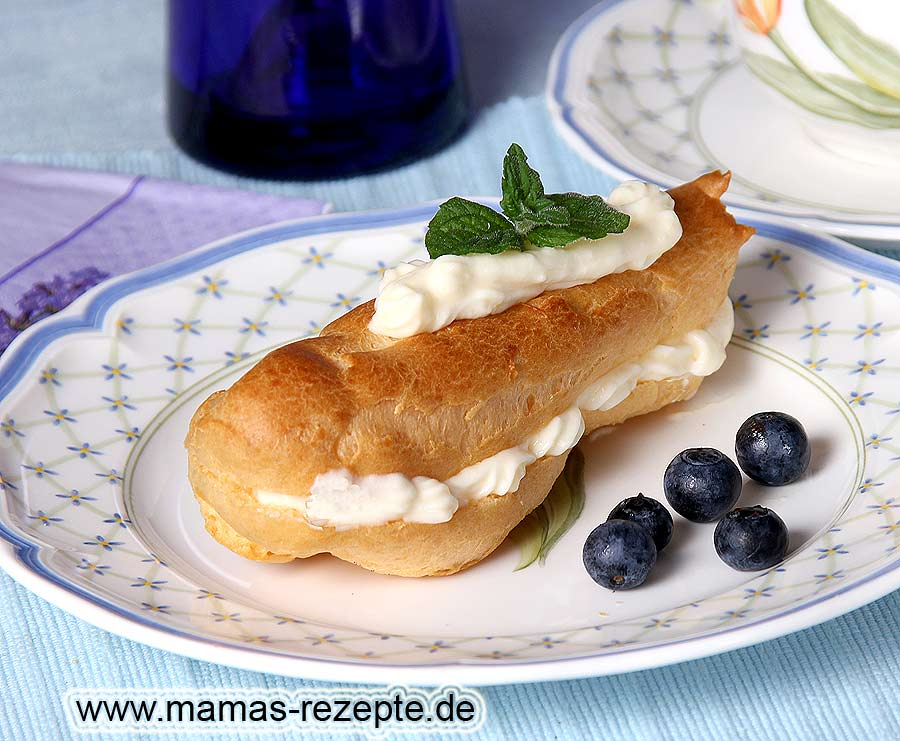 eclairs mit vanillecreme gef llt mamas rezepte mit bild und kalorienangaben. Black Bedroom Furniture Sets. Home Design Ideas