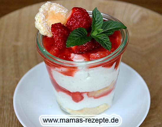 erdbeer quark dessert im glas mamas rezepte mit bild. Black Bedroom Furniture Sets. Home Design Ideas