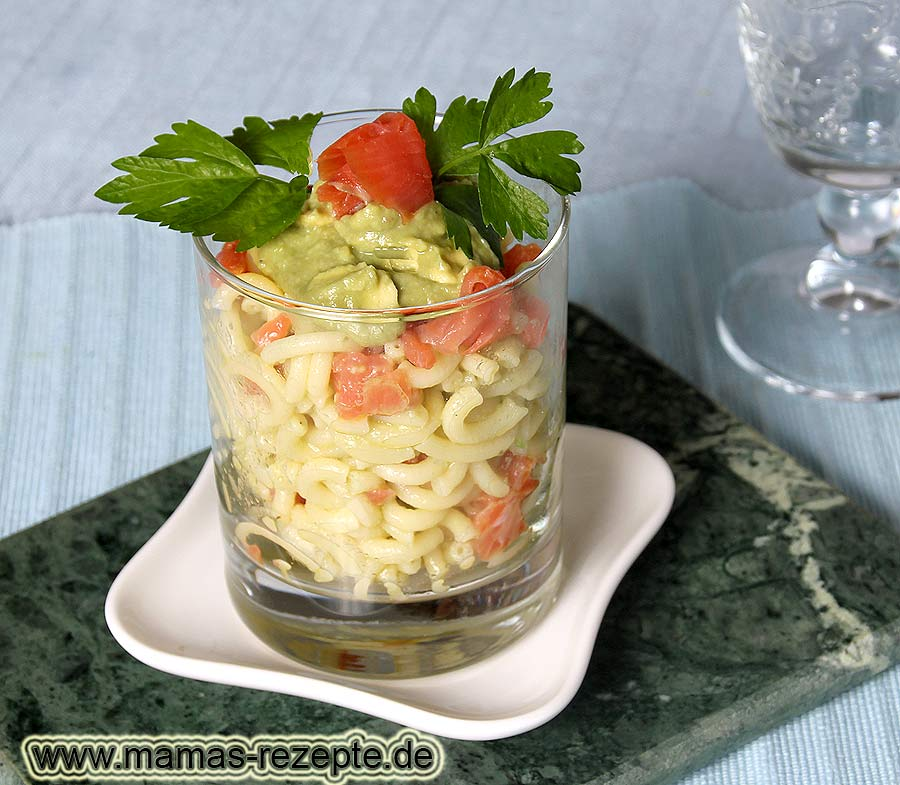 nudelsalat mit lachs im glas mamas rezepte mit bild. Black Bedroom Furniture Sets. Home Design Ideas